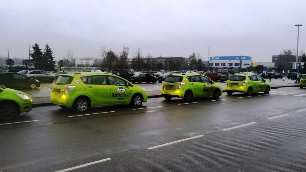 Основная масса такси в такой цветовой гамме