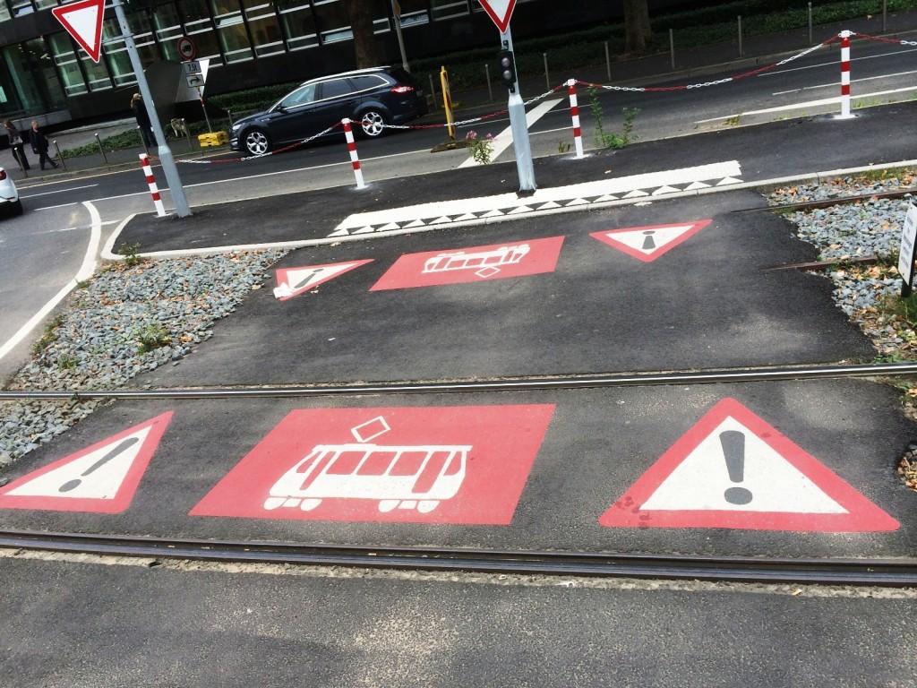 Удобно расположенные дорожные знаки