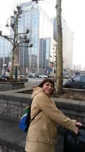 На улице напротив отеля