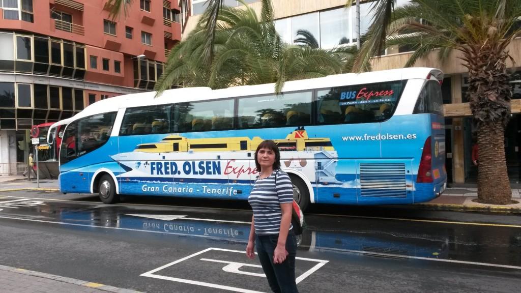 На этом автобусе мы поедем в порт Агаете