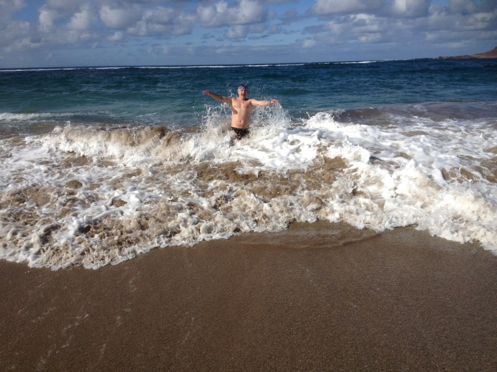 Волна - не помеха купанию, скорее - даже наоборот
