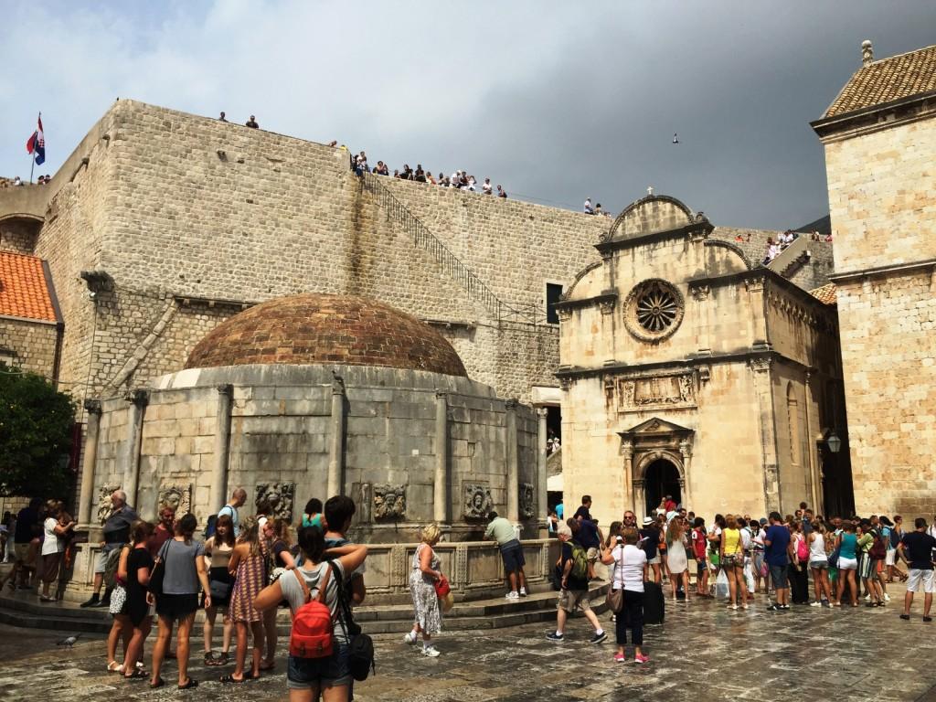 Дубровник. Стари Град. Большой фонтан Онофрио