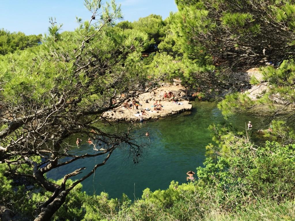 Mrtvo More. Озеро с морской водой на острове Локрум