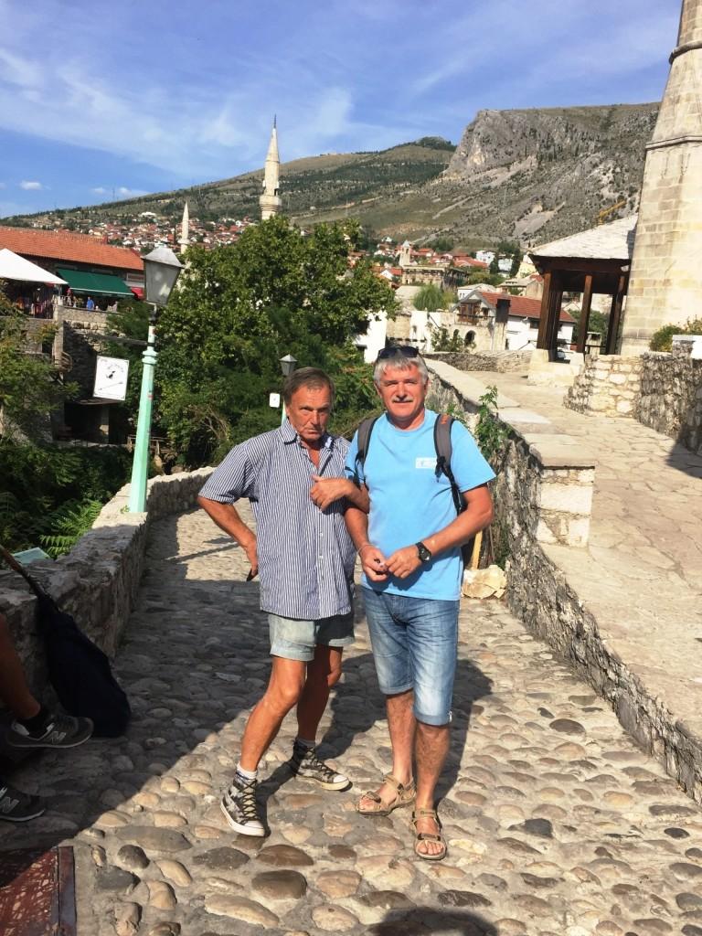 Наш земляк в Мостаре, так и не расшифровавший нам надпись, но спевший красиво и душевно